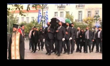 Φώφη Γεννηματά: H σορός της στη Μητρόπολη Αθηνών - Με τρεις σημαίες καλυμμένο το φέρετρο (Video)