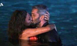 The bachelor: Το παθιασμένο φιλί του Αλέξη Παππά με τη Λένα μέσα στο νερό (video)